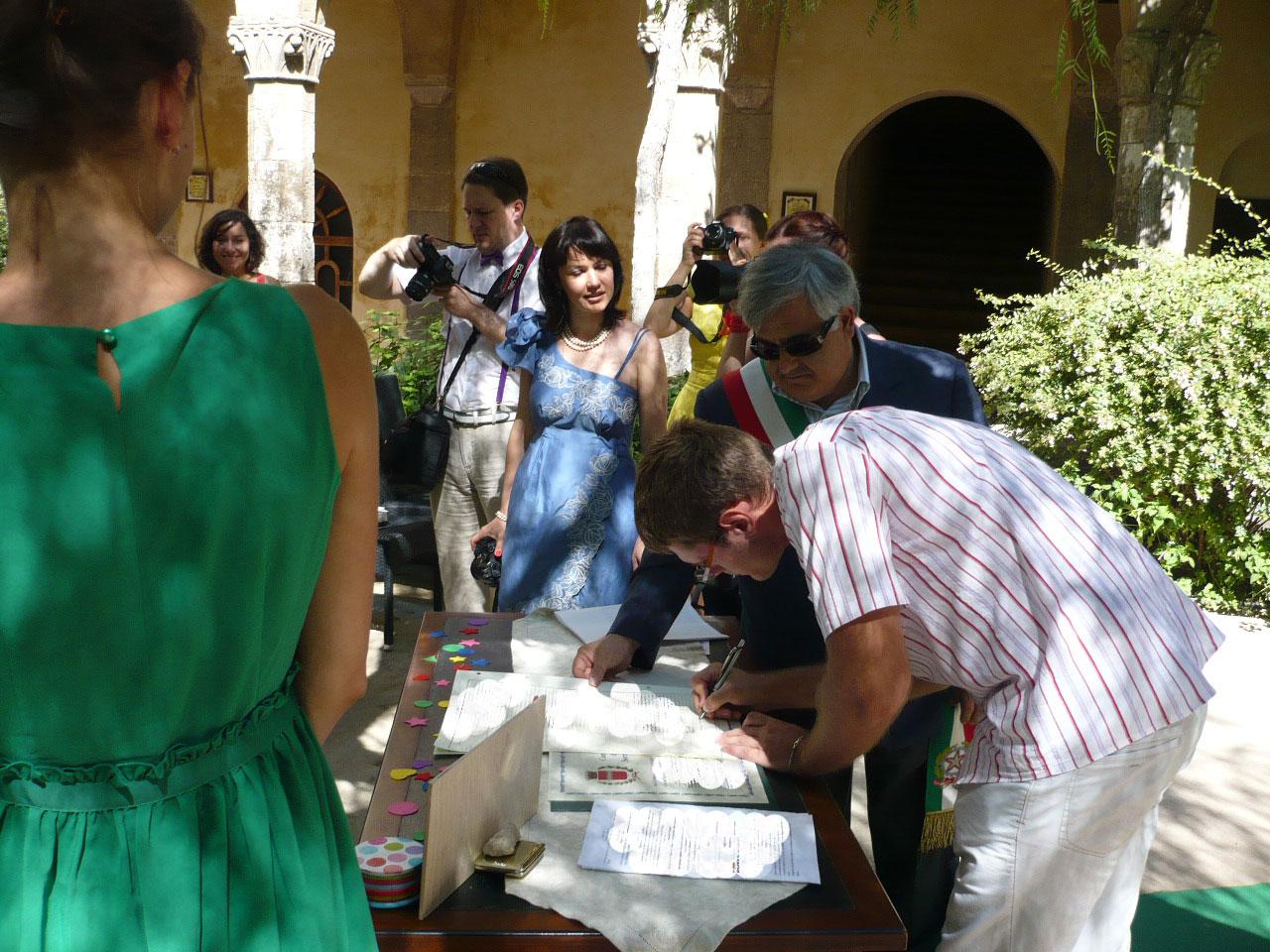 Matrimonio In Comune In Inglese : Interprete per matrimonio sposarsi in italia